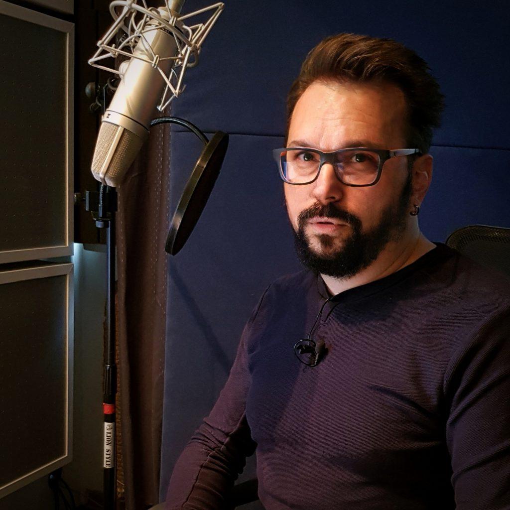 Voice over artist Aleksandar Arsic. Srpski Voice over, narator za video, glas za reklame, tv reklame sinhronizacija